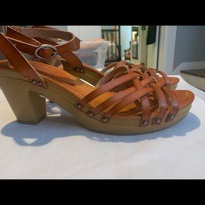 AOE Heeled Leather Camel Sandal. Size 10